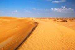 Sandy-Dünen in der Wüste nahe Abu Dhabi Lizenzfreie Stockfotos