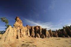 Sandy-Felsenberg mit blauem Himmel Stockbilder