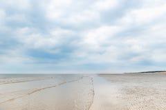 Sandy Formby Beach dichtbij Liverpool op een bewolkte dag Stock Fotografie