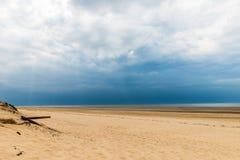 Sandy Formby Beach dichtbij Liverpool op een bewolkte dag Stock Foto's