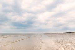 Sandy Formby Beach nahe Liverpool an einem bewölkten Tag Stockbilder