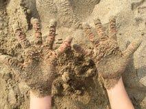 Sandy-Hände Stockfotos