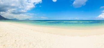 sandy plażowy tropikalny panorama Zdjęcia Royalty Free