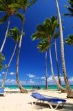 Sandy-Strand auf karibischer Rücksortierung Stockfotografie
