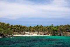 Sandy-Strand auf unbewohnter Insel Stockfotografie