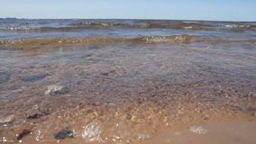 Sandy-Strand gewaschen durch die Welle des Meeres stock footage