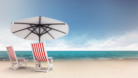 Sandy-Strand mit zwei Sitzen und Sonnenschirm Lizenzfreie Stockbilder