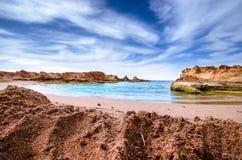 Sandy-Strand um einen kleinen Golf Lizenzfreie Stockbilder