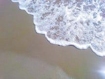 Sandy-Strand und Welle Lizenzfreies Stockbild