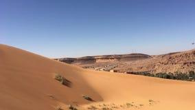 Sandy Taghit-wilaya und Oasenpanorama von Nord-Afrika Bechar Algerien stock video