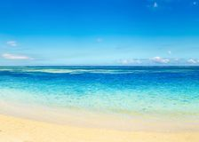 Sandy-tropischer Strand Schöne Landschaft stockfotos