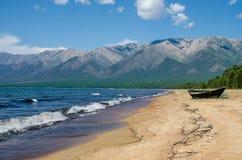 Sandy-Ufer von Baikal Ust-Barguzin stockbilder