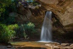 Sang Chan Waterfall Moonlight Waterfall au parc national de Pha Taem, province d'Ubon Ratchathani, Thaïlande photo libre de droits