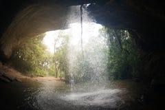 Sang Chan Waterfall a volte è chiamato Namtok Ru Waterfall Through lungo un foro Fotografia Stock Libera da Diritti