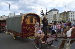 Sangar家庭主角与用马拉的无盖货车的马盖特狂欢节 库存图片