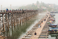SANGKLABURI-JAN 26: Unidentified travellers on wooden bridge in. Sangklaburi, Thailand on January 26, 2014. Traveling at old wooden bridge and Mon traditional Royalty Free Stock Photos