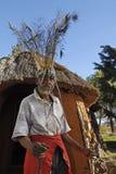 Sangoma Pitso e cabana imagem de stock