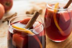 Sangría española con el vino rojo y las frutas Fotos de archivo