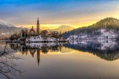 Sangrado con el lago en invierno, Eslovenia, Europa Fotografía de archivo