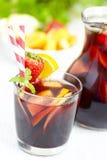 Sangria κόκκινο κρασί με τα φρούτα Στοκ Φωτογραφία