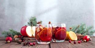 Sangria με τη Apple, το το βακκίνιο και το πορτοκάλι Στοκ φωτογραφίες με δικαίωμα ελεύθερης χρήσης