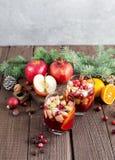 Sangria с Яблоком, клюквой и апельсином Стоковое Фото