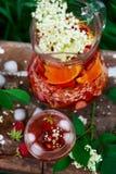 Sangria de fleur de sureau, de fraise et de vin rosé Photo stock