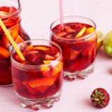 Sangria di rinfresco della frutta Bevanda di estate Fotografia Stock Libera da Diritti