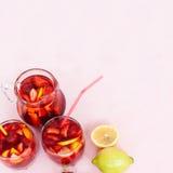 Sangria di rinfresco della frutta Bevanda di estate Fotografie Stock Libere da Diritti