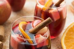 Sangria espanhola com vinho tinto e frutos Fotos de Stock