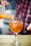 Sangria napój nalewał w szkło Obraz Stock