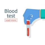 Sangue da amostra da mão da posse do doutor Imagens de Stock