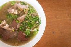 Sangue e minestra tritata della carne di maiale sulla tavola Fotografia Stock Libera da Diritti