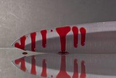 Sangue que Oozing abaixo de uma faca foto de stock royalty free