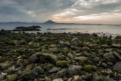 Sanho海滩Seobinbaeksa日落视图在Udo海岛母牛海岛的 库存照片