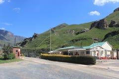 Sani-Durchlauf, Kwazulu Natal Südafrika Grenzpfeiler, Ausgang in Richtung zu Lesotho, afrikanischer Reisefeiertag Stockfoto