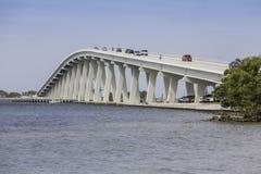 Sanibel堤道和桥梁在佛罗里达 免版税库存图片