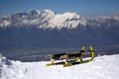Sanie przygotowywający iść puszek jeden dzień w śniegu obraz royalty free