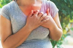 Sanità Donna che ha attacco di cuore fotografia stock