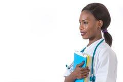 Sanità e concetto medico - medico femminile africano sorridente in ospedale Fotografie Stock