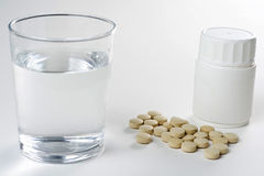 Sanità, pillole della farmacia di colori e capsule immagini stock libere da diritti