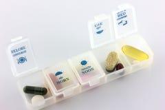 Sanità, varie pillole della farmacia di colori e capsule con pil fotografie stock