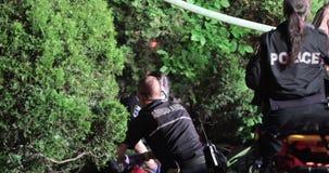 Sanitariusz wykonuje CPR na firehouse ofiarze zdjęcie wideo
