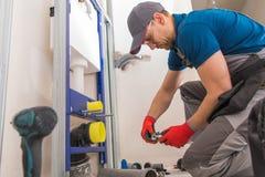 Sanitarny instalacji wodnokanalizacyjnej Installer fotografia stock