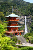 Sanjudopagode en Nachi Falls in Japan Stock Afbeelding