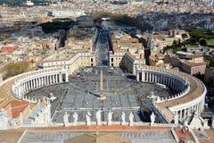 Sanka peterÂs som är fyrkantiga i Vatican City Arkivbild