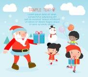 Sankt, die Geschenke zu den Kindern, Weihnachtsplakatdesign mit Santa Claus, Santa With Kids austeilt Stockfotografie