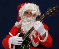 Sankt, die Weihnachtsliede spielt Stockfotos