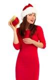 Sankt-Frau mit Weihnachtsgeschenk Lizenzfreies Stockbild
