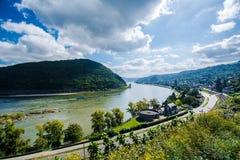 Sankt Goar-Oberwessel vid den Rhine River dalen Royaltyfri Fotografi
